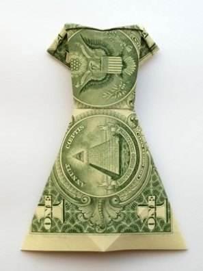 Платье сложенное из денег