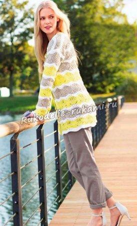 Пуловер в полоску с волнистым узором спицами